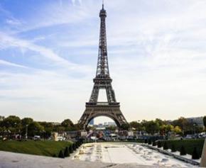 Quatre pieds, 10.000 tonnes, 1001 films : la tour Eiffel, superstar de cinéma