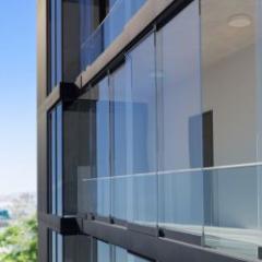 Vitrage coulissant grande dimension sans isolation thermique pour balcons et façades