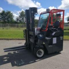 Multidirectional compact forklift