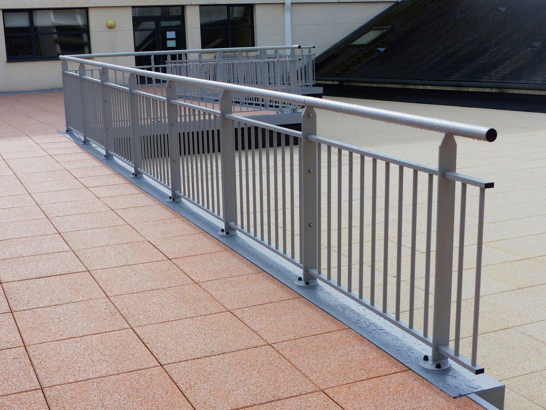 garde corps en aluminium pour balcon et toiture terrasse. Black Bedroom Furniture Sets. Home Design Ideas