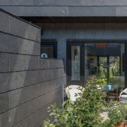 Ventilated facade in modern and efficient natural slate