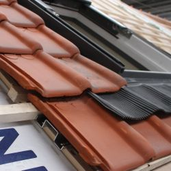 Universal trimmer for roof window installation on roofing panels