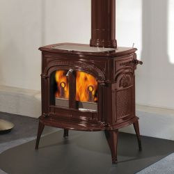 Distinguished wood stove with great heating performance and a timeless design