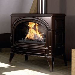 Traditional aesthetic wood stove, entirely in cast iron for durability and foolproof efficiency