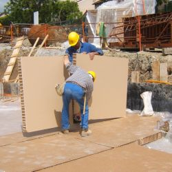 Biodegradable disposable formwork panel in honeycomb cardboard for supported slabs